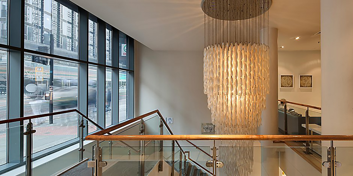 Image of the chandelier at Holiday Inn Express Oxford Road